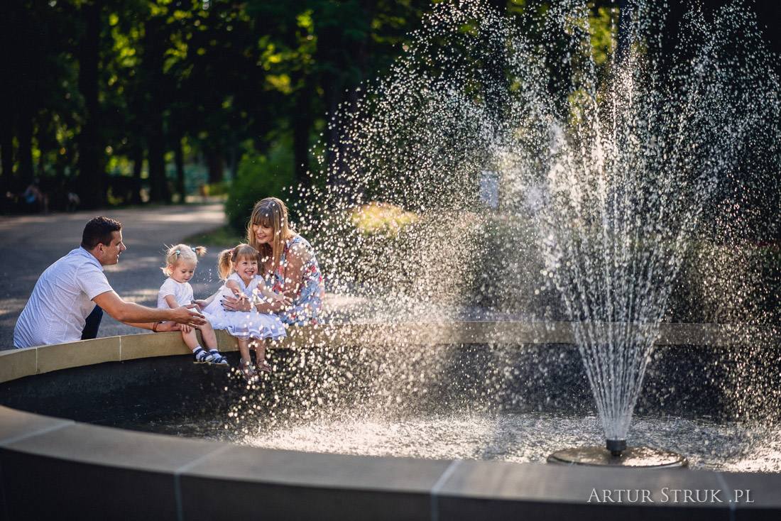 Zuzia i Michasia - sesja rodzinna park Chopina Konin